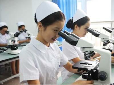 医学检验技术专业-学生使用显微镜