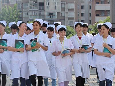 全日制卫校是什么意思-护士学生